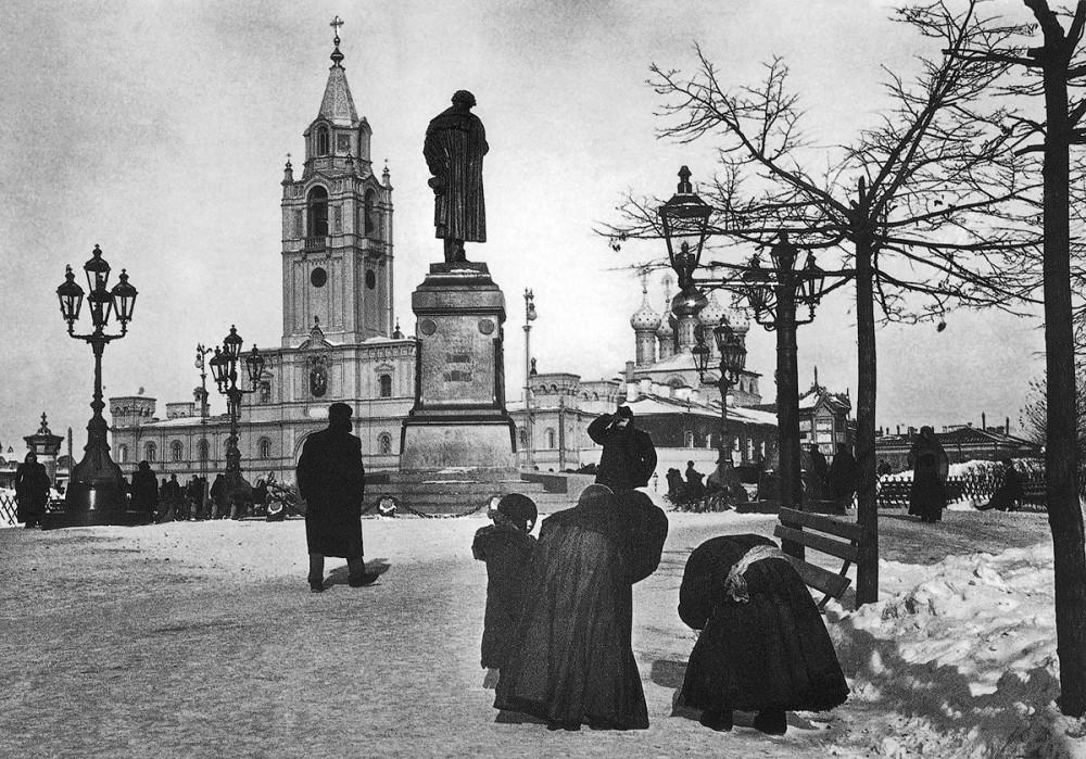 Памятник Пушкину на Пушкинской площади