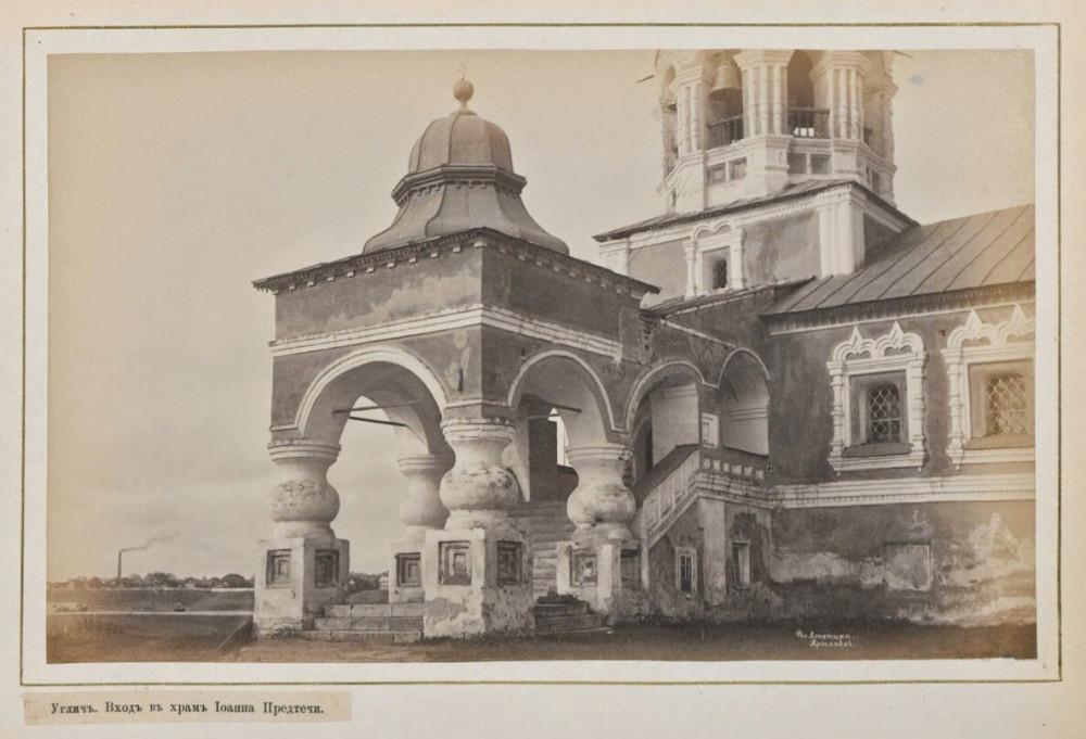 Крыльцо Предтеченской церкви