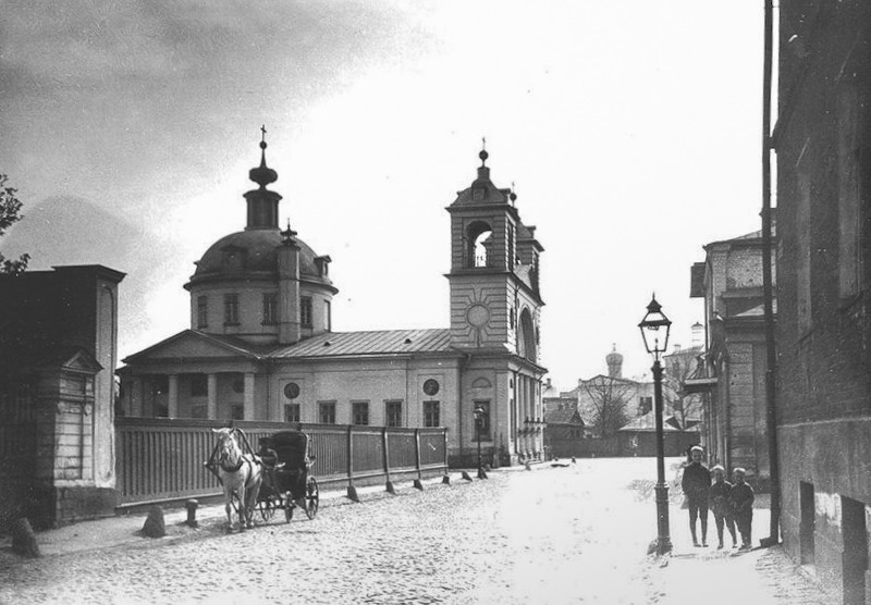 Успенская церковь на Могильцах - 01.jpg
