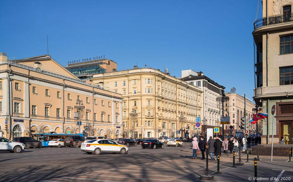 Театральный проезд - Здание МЧС