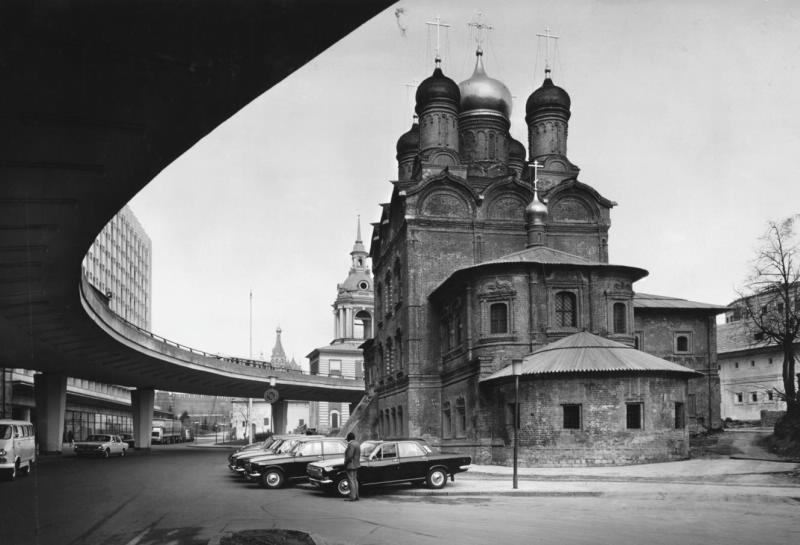 Знаменский собор - гостиница Россия