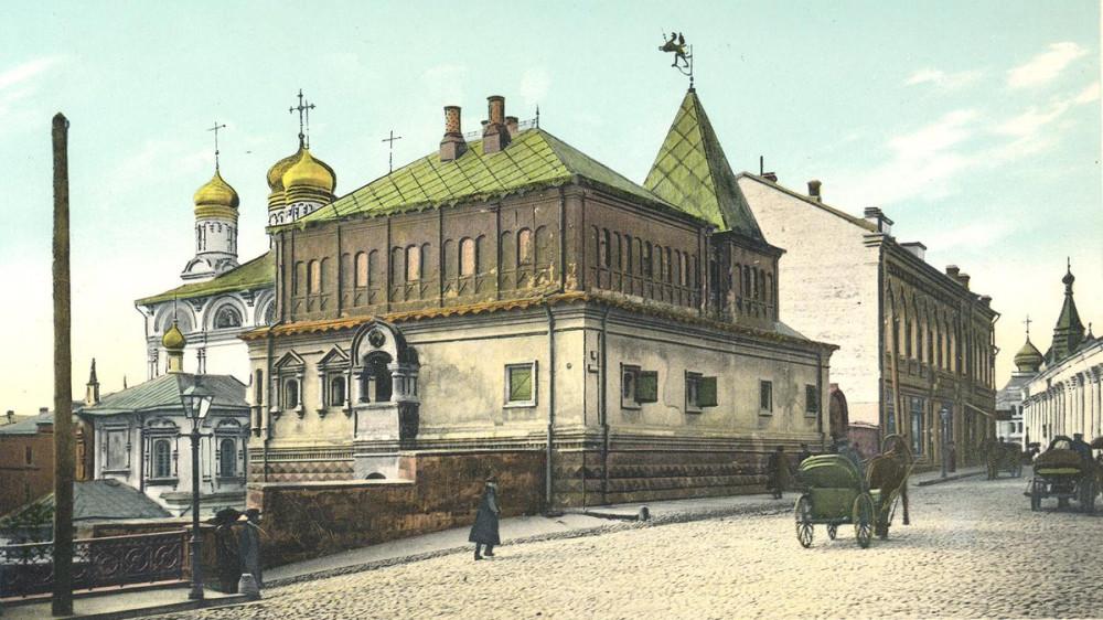 Дом бояр Романовых со стороны Варварки.jpg