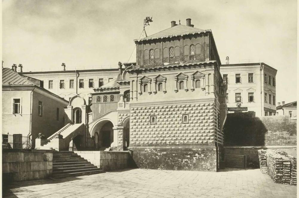 Палаты Романовых со стороны Зарядья.Фотография начала XX в..jpg