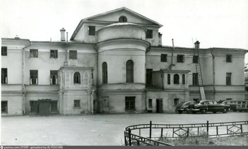 Усадьба Бибиковых. Задний фасад главного дома.jpg
