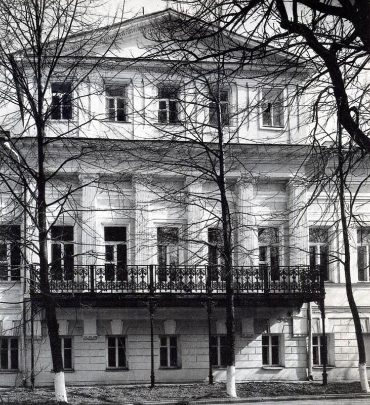 Фасад главного дома усадьбы Васильчиковых