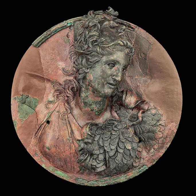 Медальон с изображением Афины. Эллинистический период, первая половина II в. до н.э. Бронза.