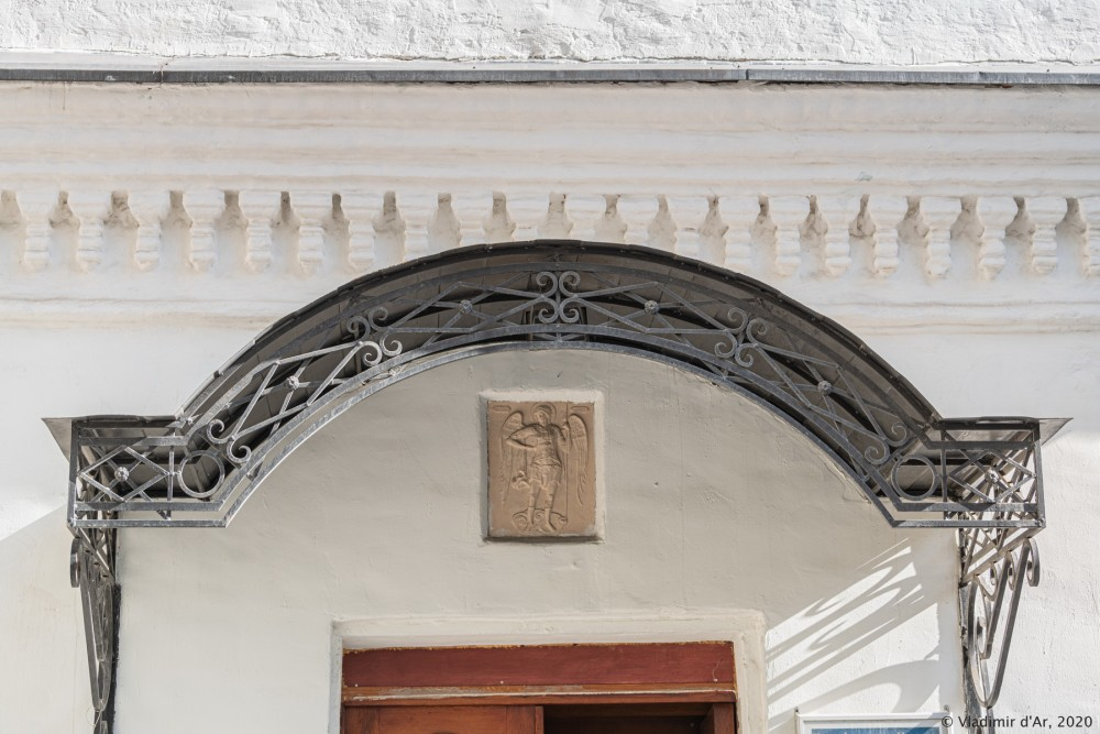 Церковь Архангела Михаила в Овчинниках 02.jpg