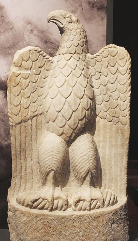 Скульптурное изображение орла. Римский период. Мрамор.