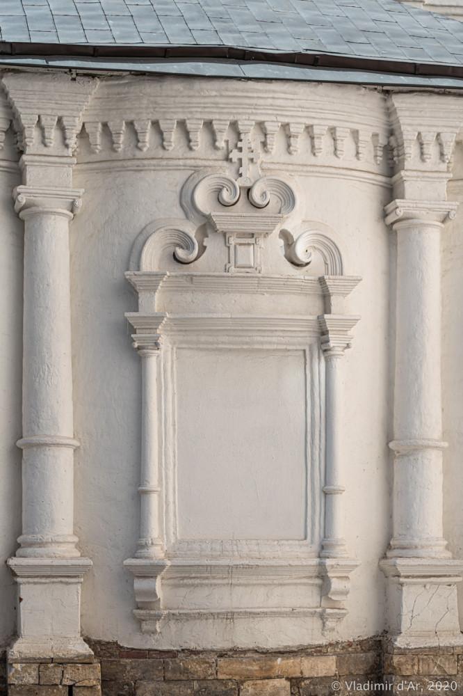 Церковь Архангела Михаила в Овчинниках 09.jpg