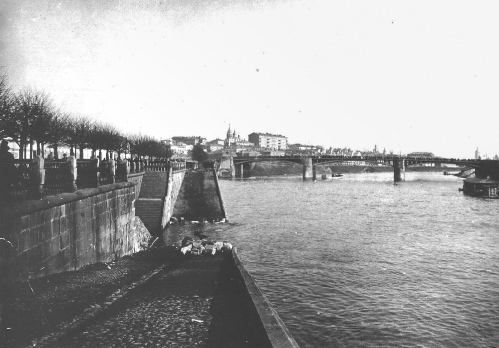 Москворецкая набережная, Старый Устьинский мост и Швивая горка. 1914 год.