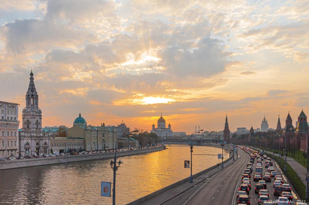 Вид с Большого Москворецкого моста в сторону Большого Каменного
