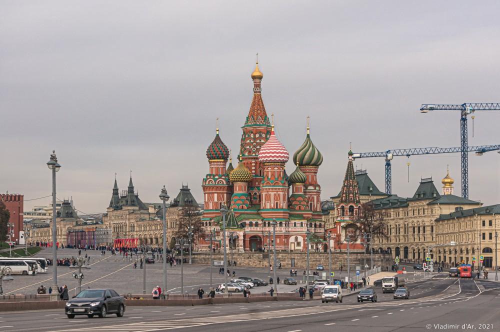 Вид на Собор Василия Блаженного с Большого Москворецкого моста