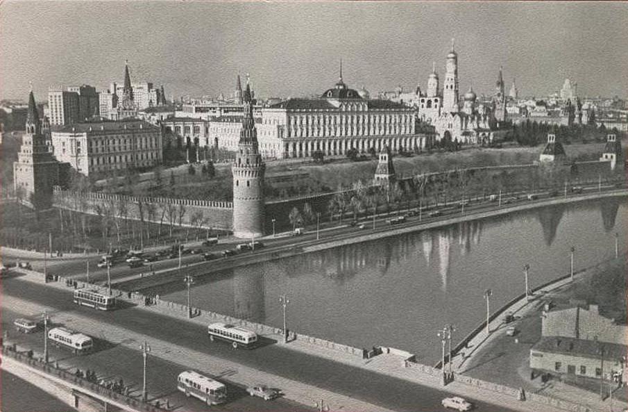 Вид на Большой Каменный мост и Кремль. 1962-1965 годы.