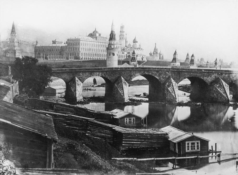 Вид на Кремль и Всехсвятский каменный мост. Москва. 1857 год.