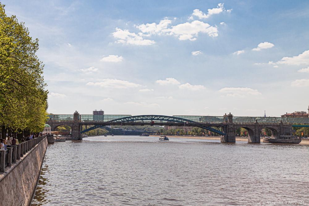 19. Андреевский пешеходный мост