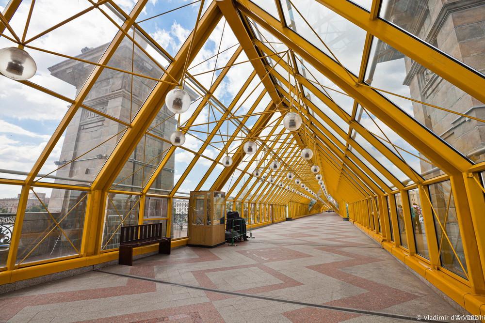 11. Андреевский пешеходный мост — основной остекленный переход