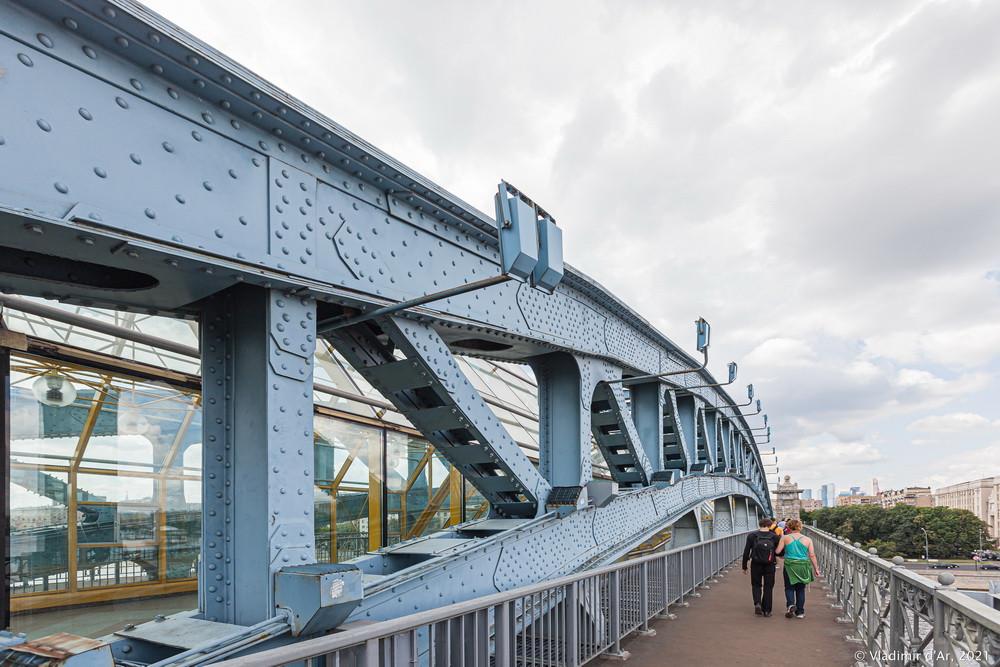 13. Андреевский пешеходный мост