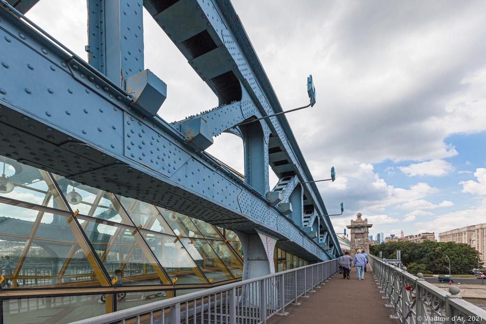 14. Андреевский пешеходный мост