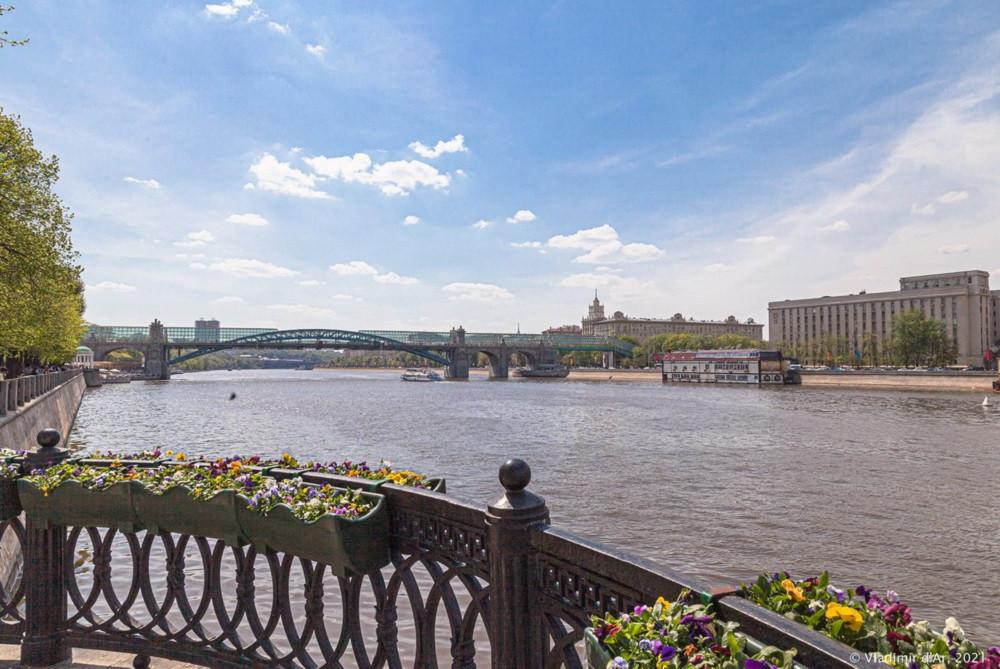 07. Андреевский пешеходный мост — вид со стороны Пушкинской набережной