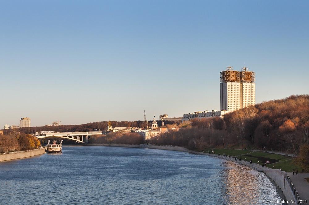 16. Вид на Москва-реку с Лужнецкого метромоста