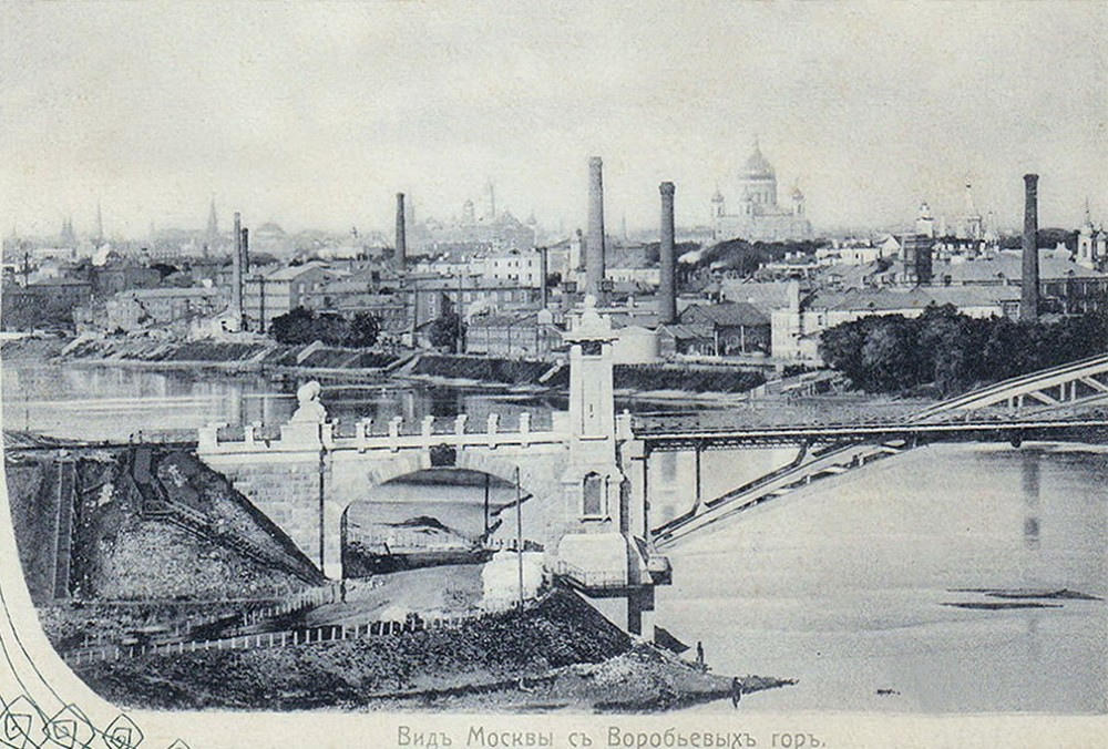 05. Проезд под аркой Моста императора Николая II на правом берегу Москва-реки. 1907 год.