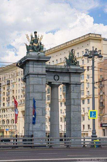 26. Колоннада дорического ордера Бородинского моста - вид в сторону Смоленской набережной