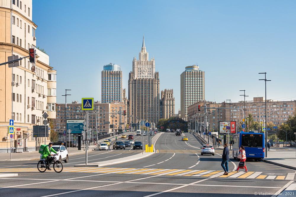 20. Бородинский мост — подъем от Дорогомиловской улицы в сторону Садового кольца.