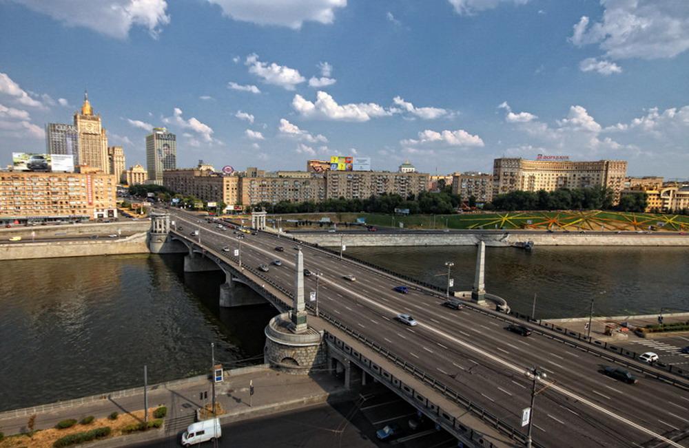 """19. Бородинский мост. Вид со стороны нынешнего """"Дома Нефтяников"""""""