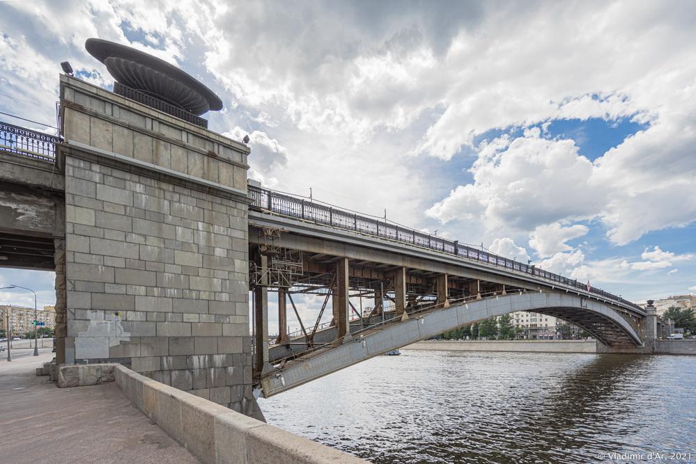 27. Смоленский мост - вид со стороны Смоленской набережной