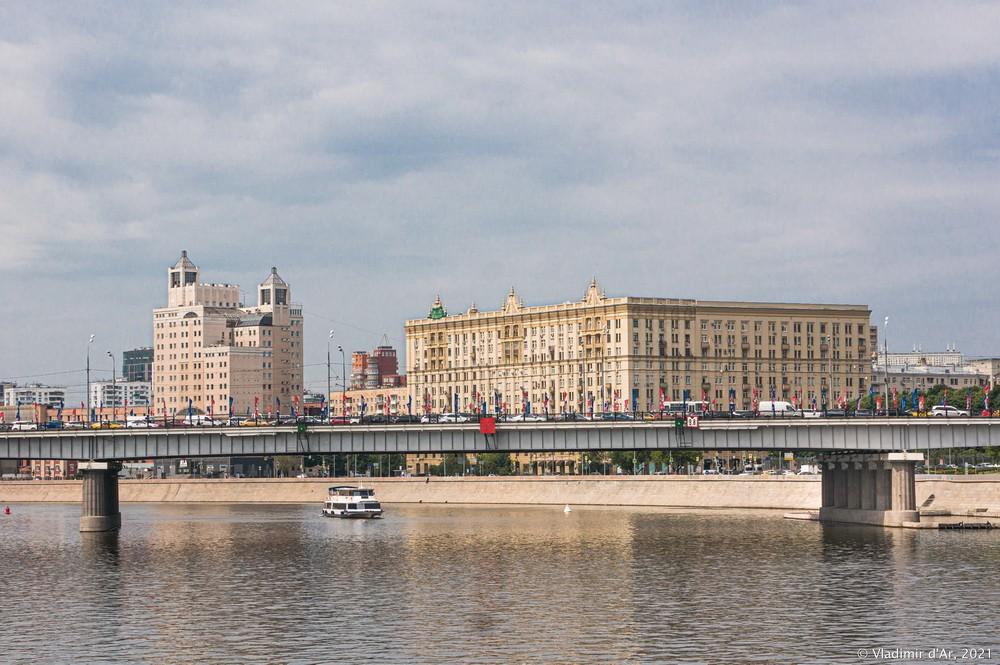 18. Главное пролетное строение Новоарбатского моста - вид в сторону Краснопресненской набережной