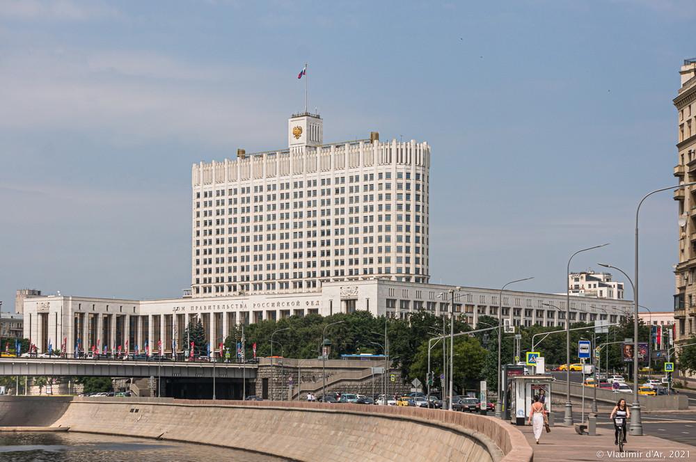 """28. Дом Правительства Российской Федерации (""""Белый Дом"""") - вид со смоленской набережной"""
