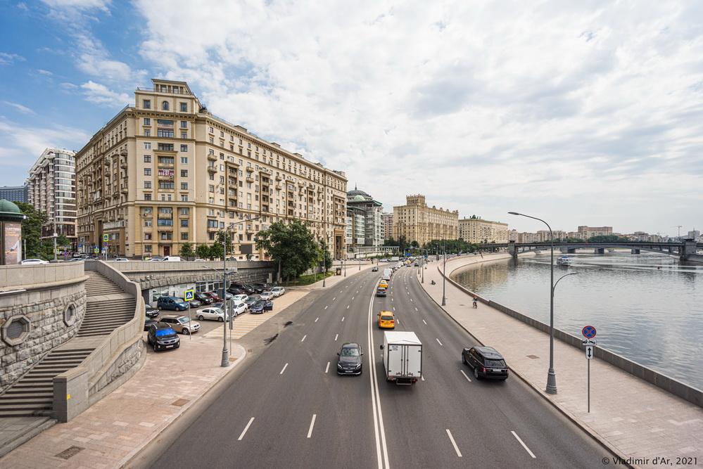 26. Смоленская набережная - вид с Новоарбатского моста