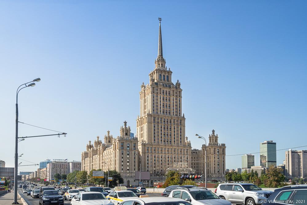 """24. Вид на гостиницу """"Украина"""" с Новоарбатского моста"""