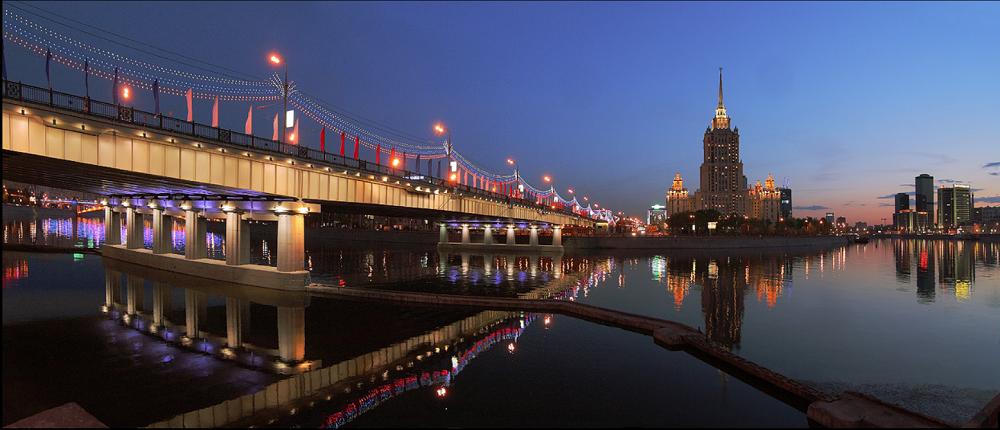 30. Новоарбатский мост со стороны Краснопресненской набережной. Автор Доктор1 - photosight.ru.