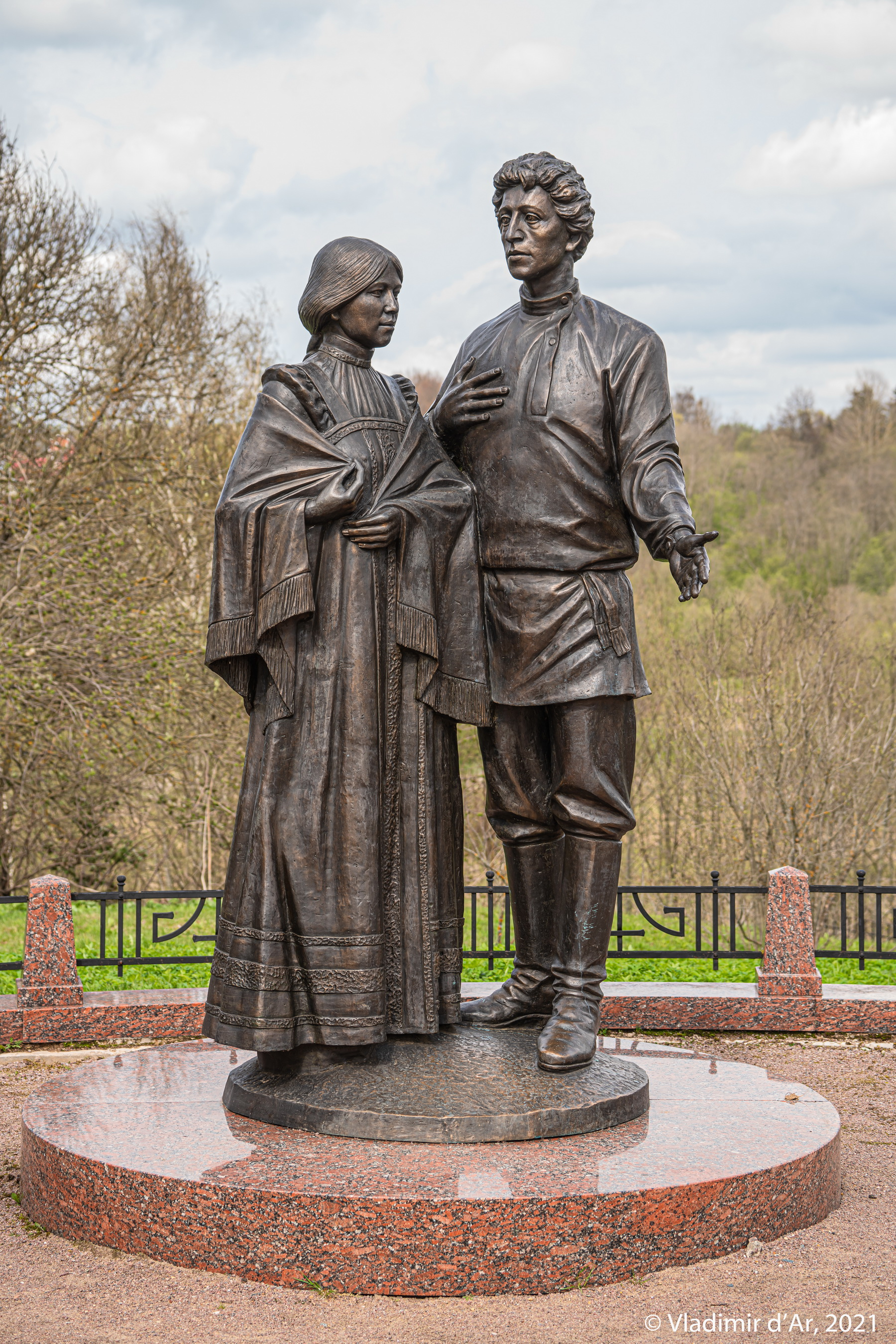 22. Памятник молодым Любои и Александру Блокам