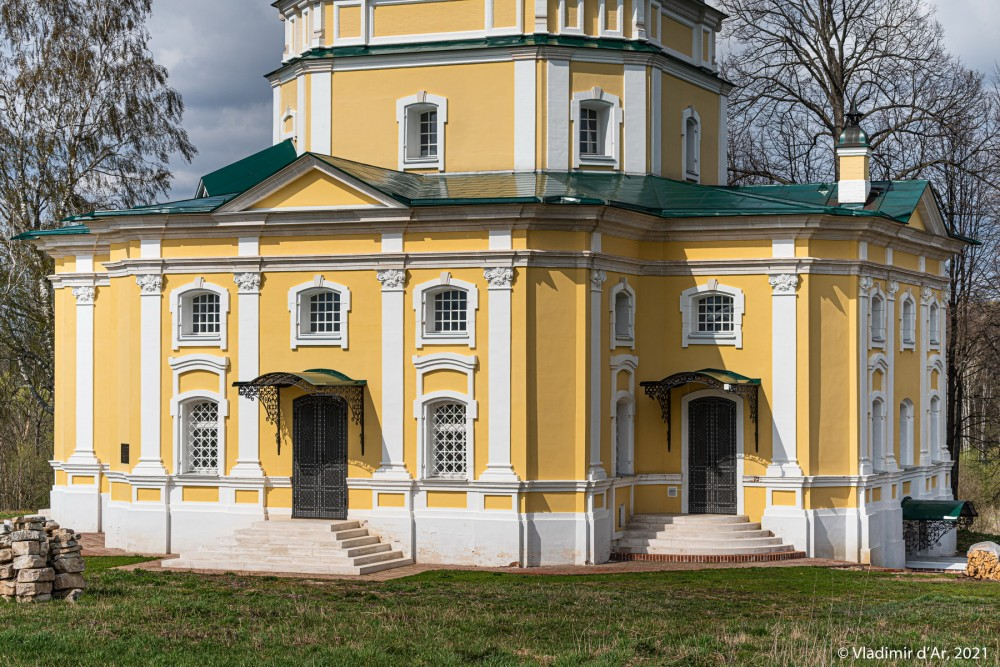 17. Нижний ярус здания церкви