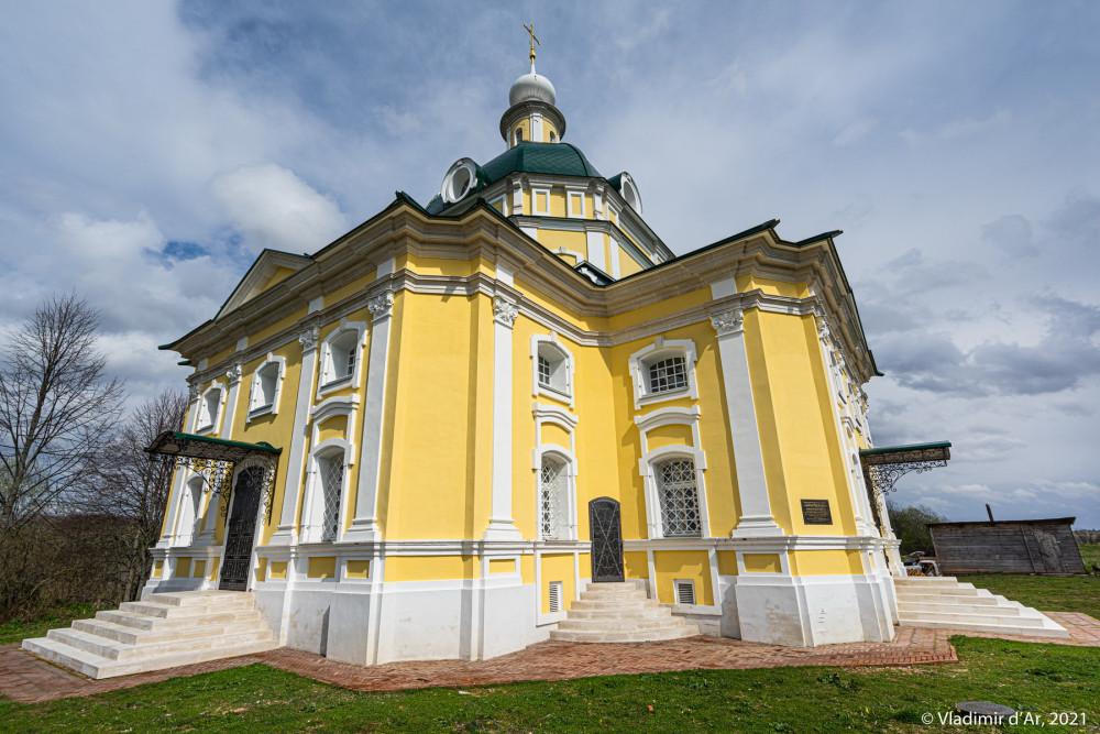 13. Церковь Михаила Архангела - вид с юго-запада