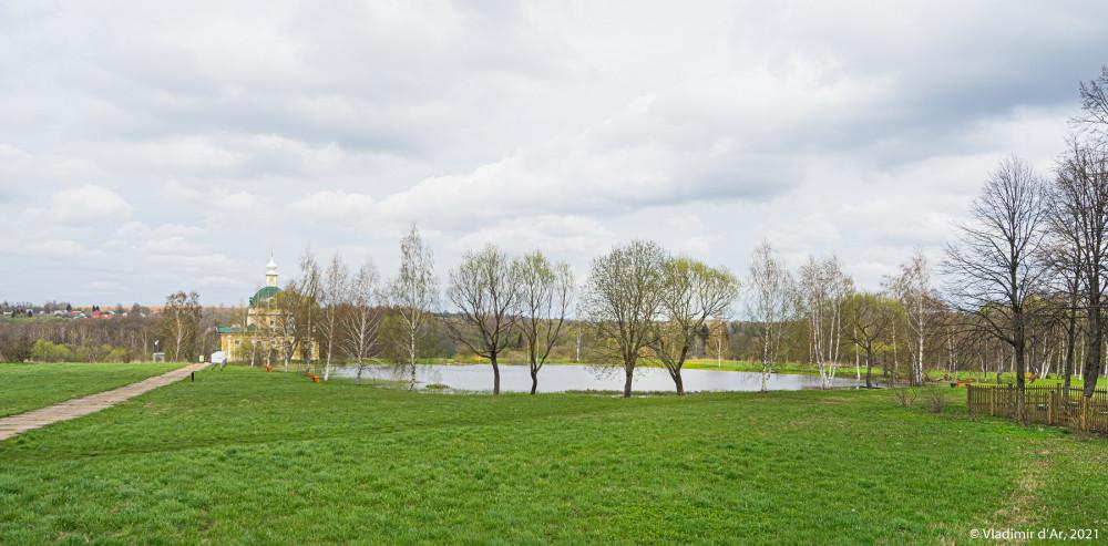 41. Усадьба Тараканово - панорамное фото от входа на территорию музея