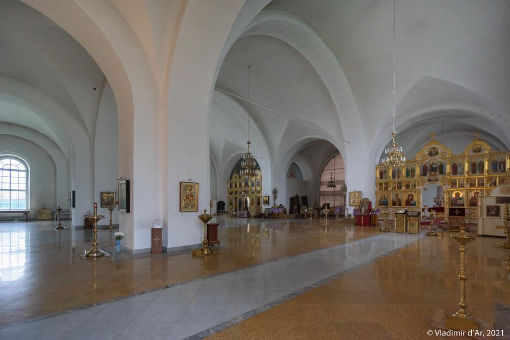 32. Интерьеры Никольского собора
