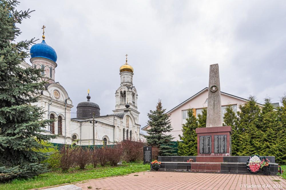 37. Памятник жителям села Рогачёва, павшим в годы Великой отечественной войны