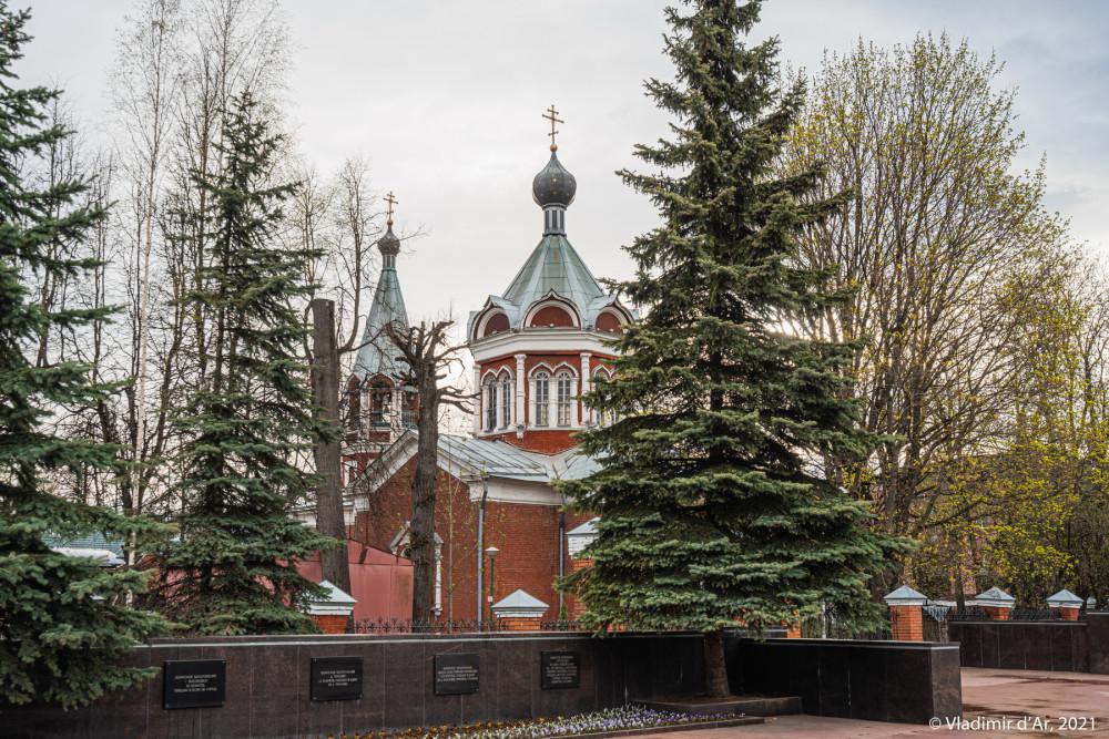 03. Скорбященская церковь со стороны Первомайской улицы и Мемориала