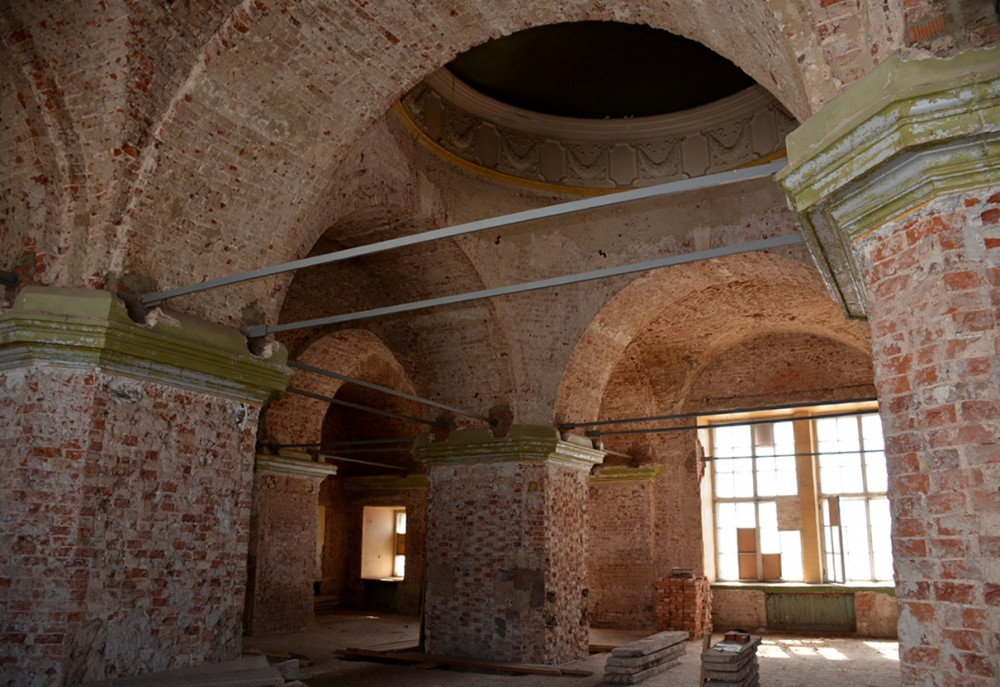 14. Троицкий собор - внутренние пространства в настоящее время. Фото стороннее - автор неизвестен.