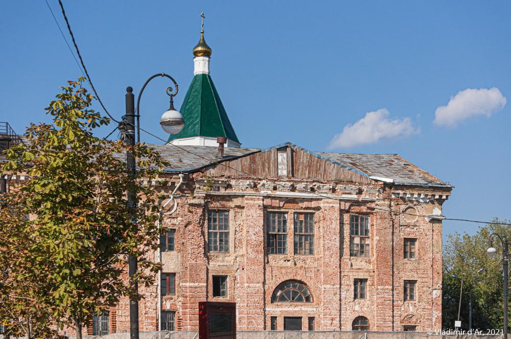 19. Троицкий собор — вид с Соборной площади. Фото 2018 года.