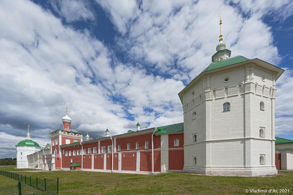 33. Настоятельский корпус (1680-1690 гг.) и Юго-Западная башня