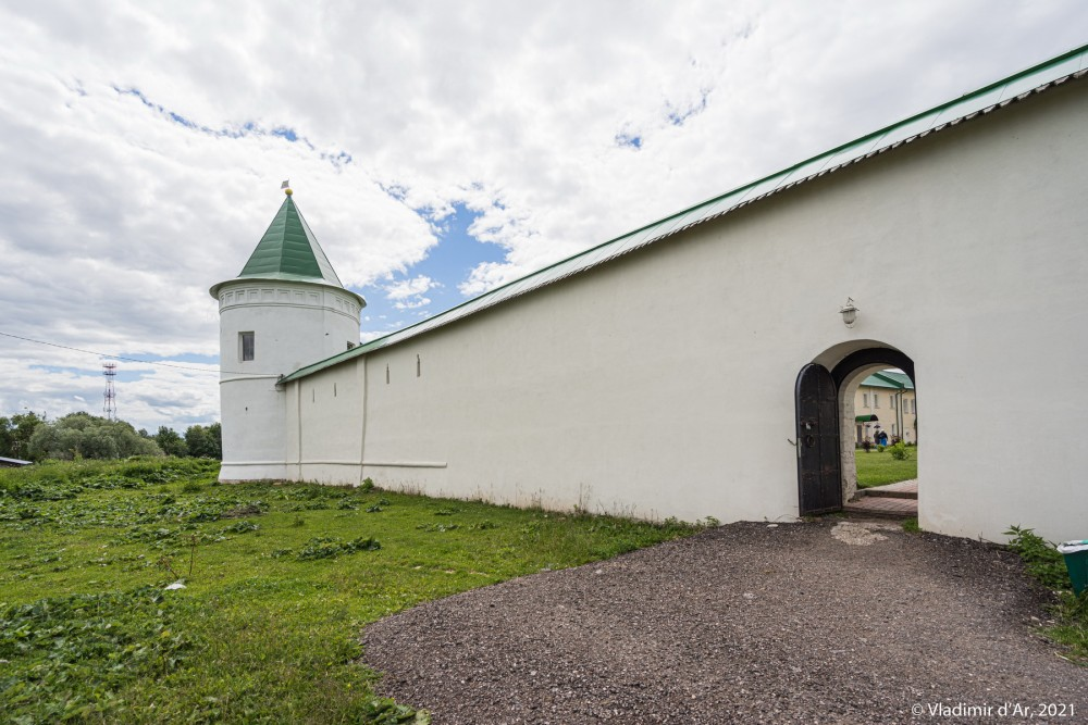 27. Юго-Восточная башня и Восточная крепостная стена
