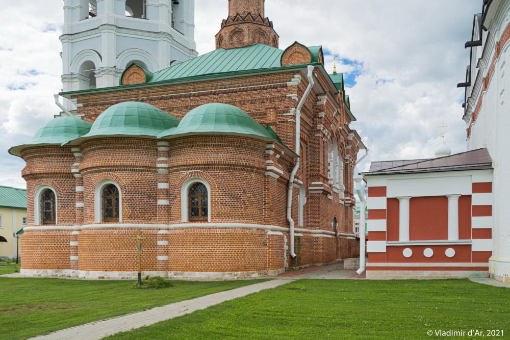 04. Сергиевский храм - вид апсид с северо-восточной стороны
