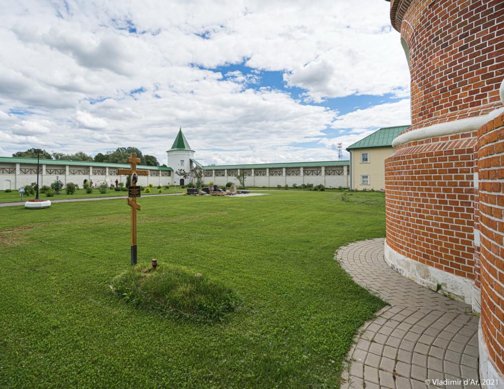 25. Место бывшего некрополя Николо-Пешношского монастыря