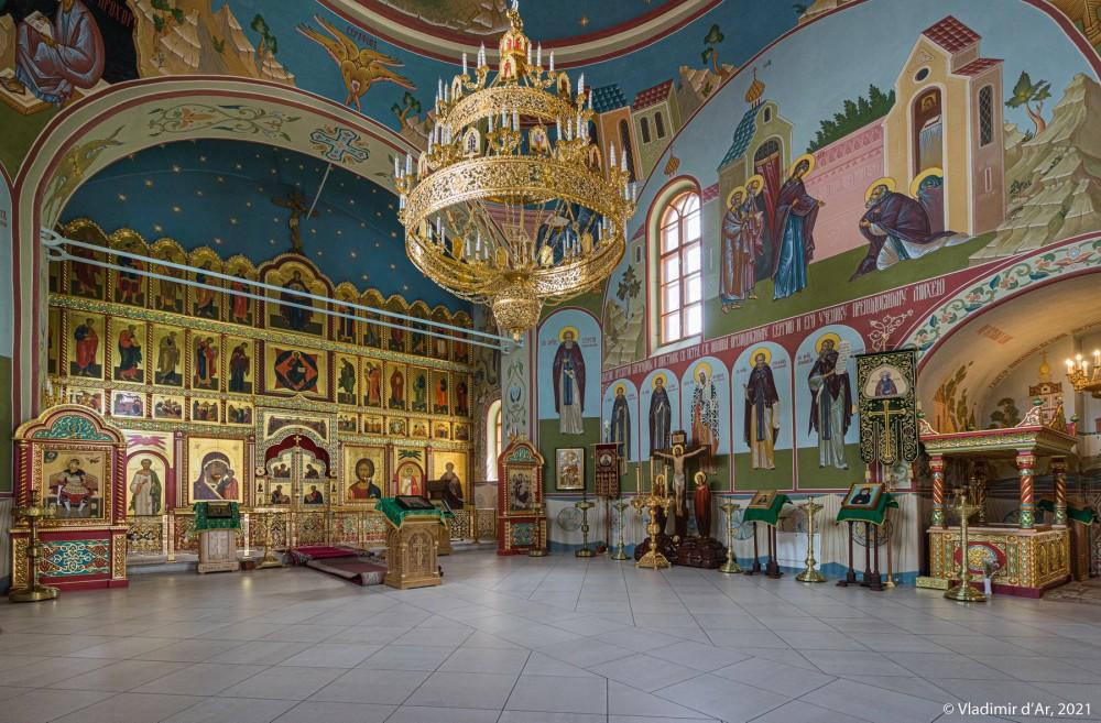 17. Иконостас, паникадило Сергиевской церкви