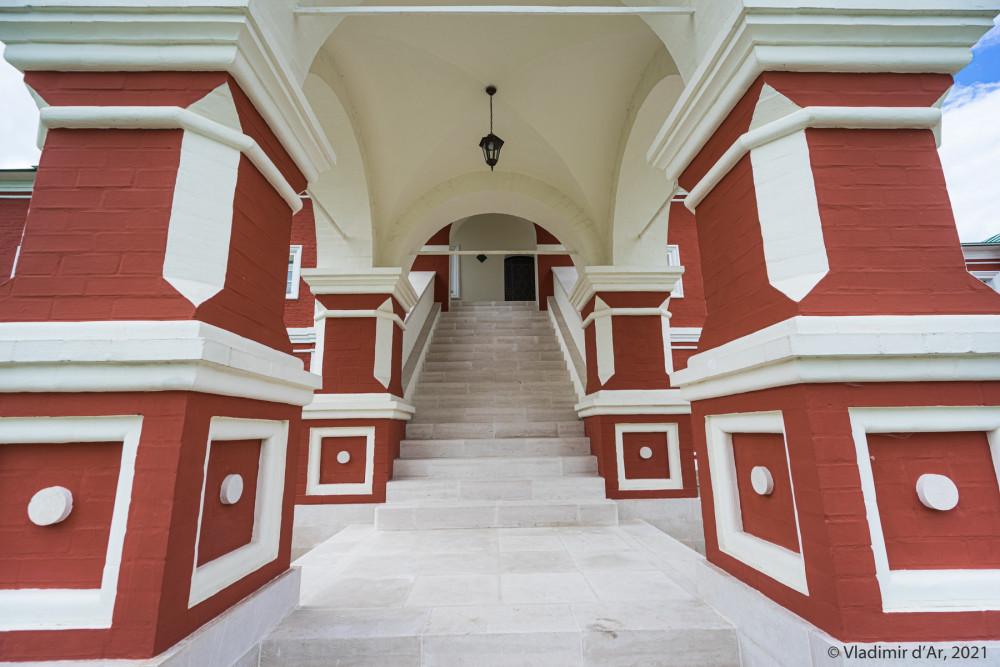 24. Белокаменная лестница