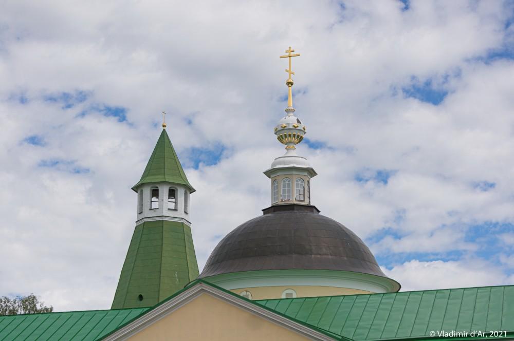 08. Верхняя часть шатра Северной башни и купол Больничной церкви Дмитрия Ростовского